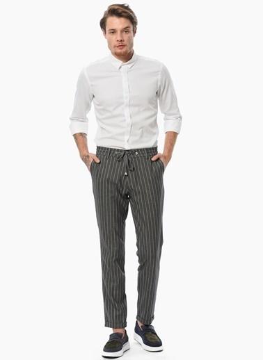 Que Slim Fit Uzun Kollu Klasik Gömlek Beyaz